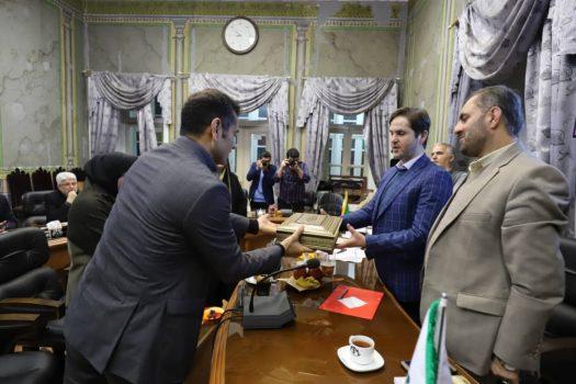 سرپرست شهرداری رشت، بودجه سال ۹۸ را تقدیم شورا نمود